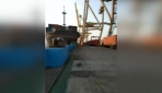 Limana çarpan kargo gemisi, yükleme kulesini yıktı