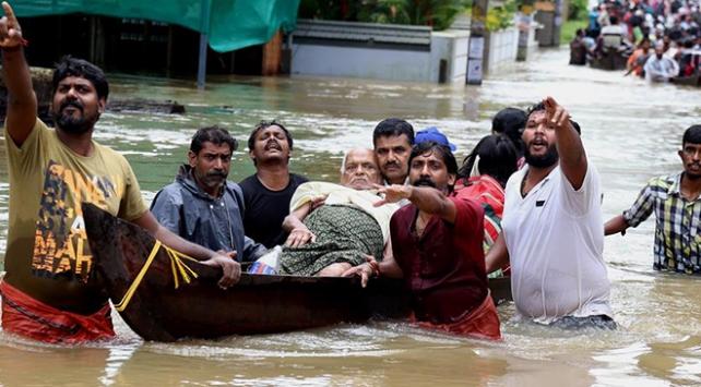 Güney Asyada muson yağmurları 100den fazla can aldı