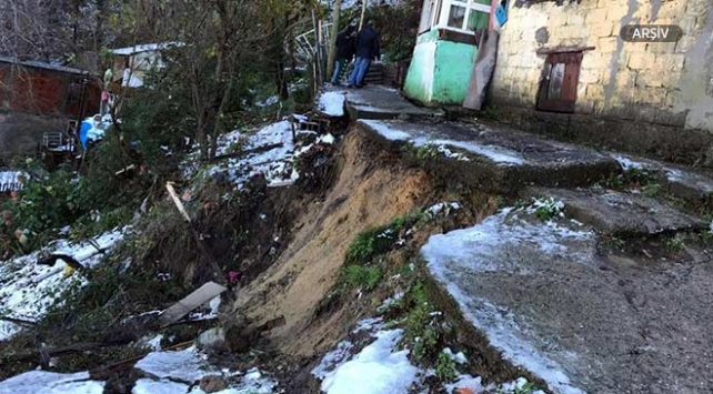 Zonguldakta heyelan: 4 katlı bina boşaltıldı