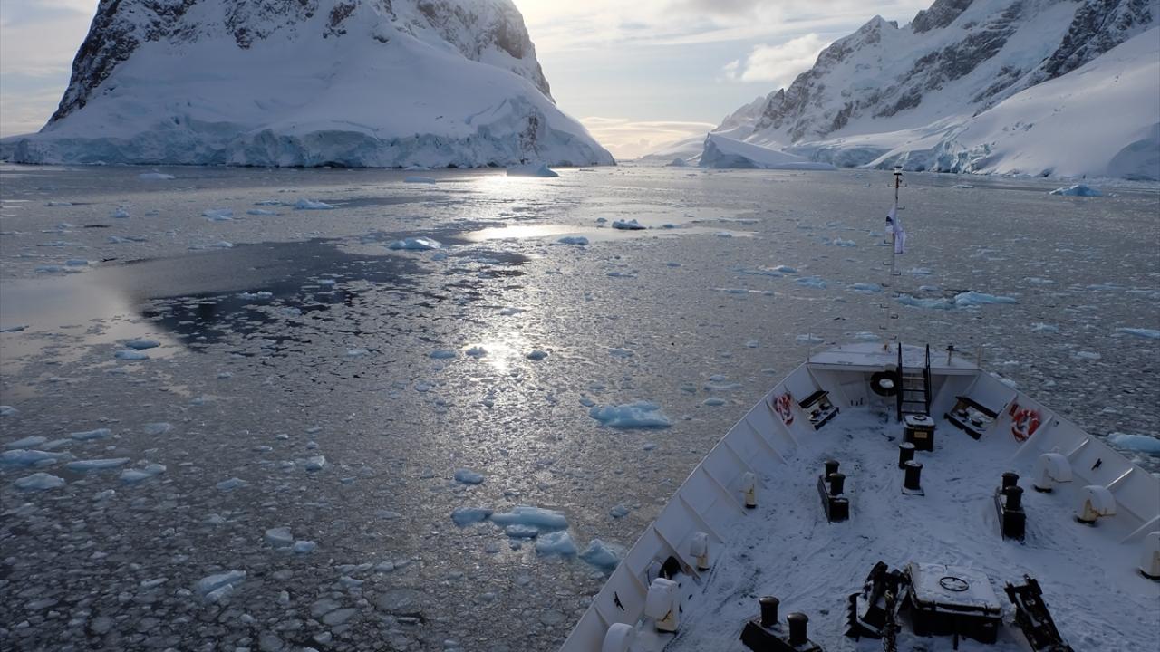 Sanayileşmenin etkilerinden Antarktika da payını aldı
