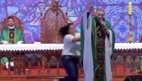"""""""Şişman kadınlar cennete giremez"""" dediği iddia edilen rahip saldırıya uğradı"""