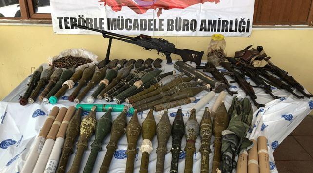 Hakkaride terör operasyonu: Silah ve mühimmat ele geçirildi
