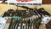 Hakkari'de terör operasyonu: Silah ve mühimmat ele geçirildi