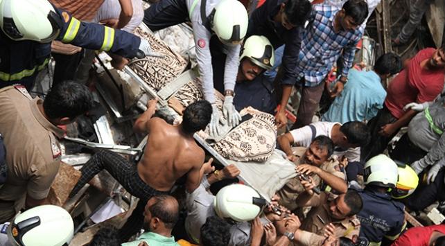 Hindistanda çöken binada ölü sayısı 14e çıktı