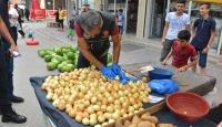 Adana'da semt pazarında uyuşturucu operasyonu
