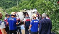 Giresun'da dereye yuvarlanan minibüsün şoförü tutuklandı