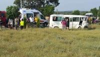 Çanakkale'de minibüs ile traktör çarpıştı: 18 yaralı