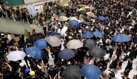 Hong Kong'daki protestocu gençlere yaşlılardan destek