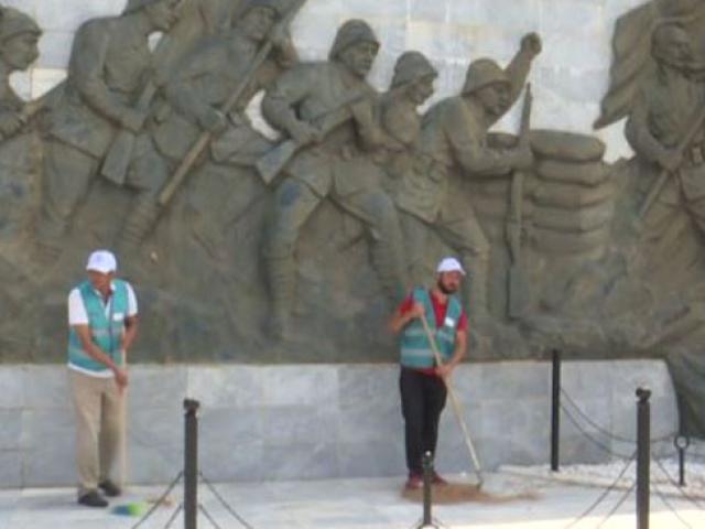 Çanakkale'de şehitlikleri hükümlüler temizledi