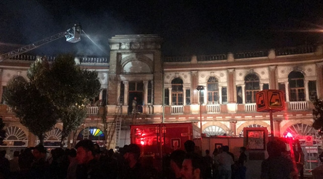 İranın başkenti Tahrandaki tarihi binada yangın çıktı
