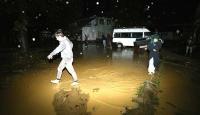 Düzce'de su baskını ve toprak kayması: 10 kişi mahsur kaldı