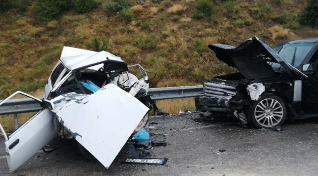 Ispartada otomobil ile cip çarpıştı: 3 ölü 1 yaralı