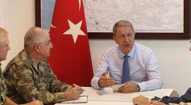 Milli Savunma Bakanı Akar ve komutanlar Suriye sınırında