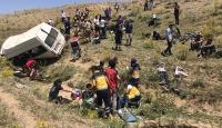 Van'da düzensiz göçmenleri taşıyan minibüs devrildi: 17 ölü