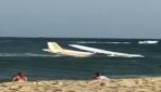 ABDde arızalanan uçak okyanus kıyısına acil iniş yaptı