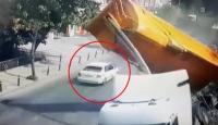 Hafriyat kamyonu devrildi sürücü saniyelerle kurtuldu