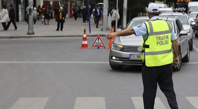 Alkol denetimlerinde binlerce araç trafikten men edildi