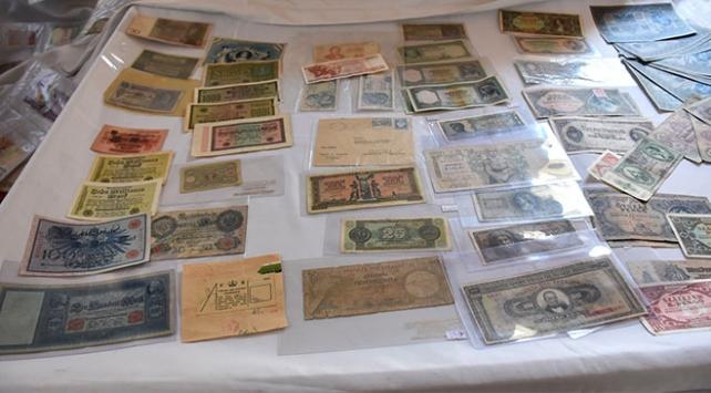 Asırlık paraları koleksiyonunda bir araya getirdi