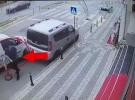 Yaya, uyuyakalan sürücünün aracından kıl payı kurtuldu