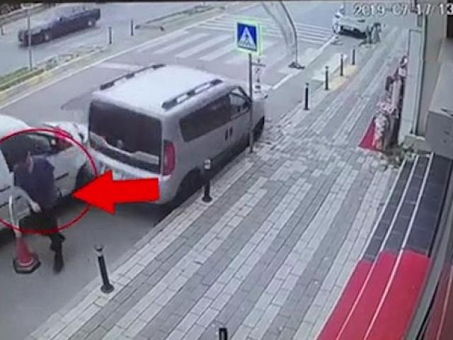 Uyuyan sürücünün teğet geçtiği yaya ölümden kıl payı kurtuldu