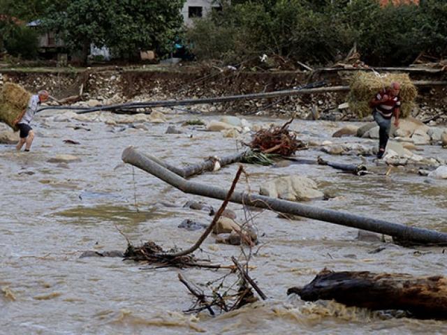 Düzce'ye 24 saatte 1 yıllık yağış düştü
