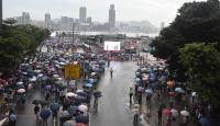Hong Kong'da hükümet taraftarları polise destek için toplandı