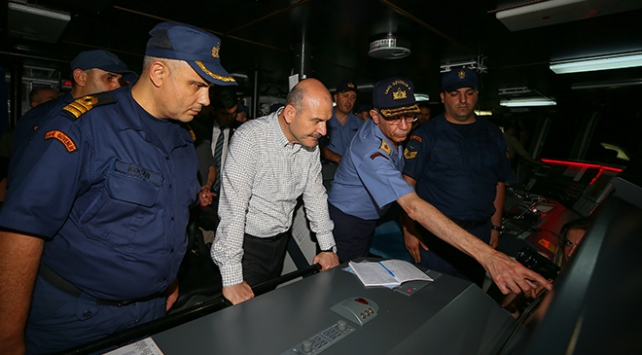 İçişleri Bakanı Soylu'dan Ege Denizi'nde gece seyri