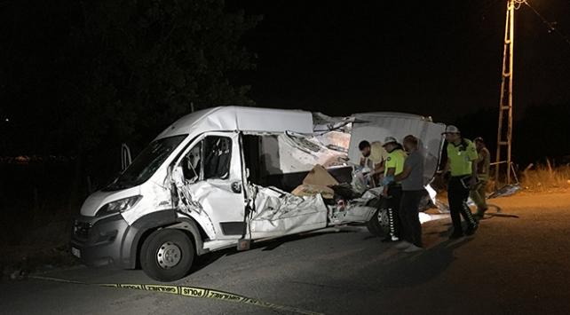 Çekmeköyde trafik kazası: 2 ölü, 3 yaralı