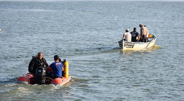 Manisada teknenin alabora olmasıyla kaybolan 2 kişinin cansız bedeni bulundu