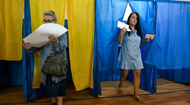 Ukraynada halk parlamento seçimleri için sandık başında