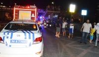 Otomobil durağa çarptı: 1'i ağır, 8 yaralı