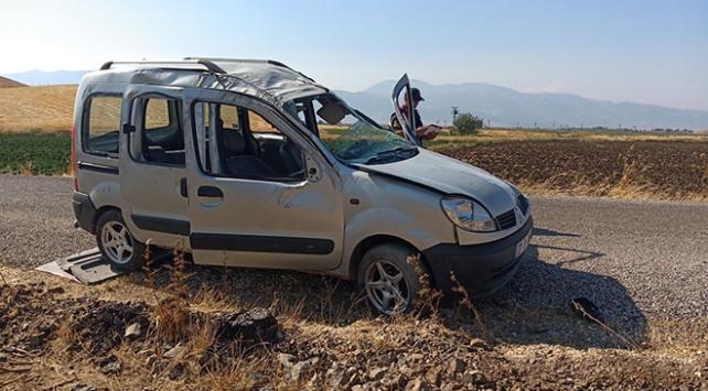 Gaziantepte hafif ticari araç devrildi: 12 yaralı
