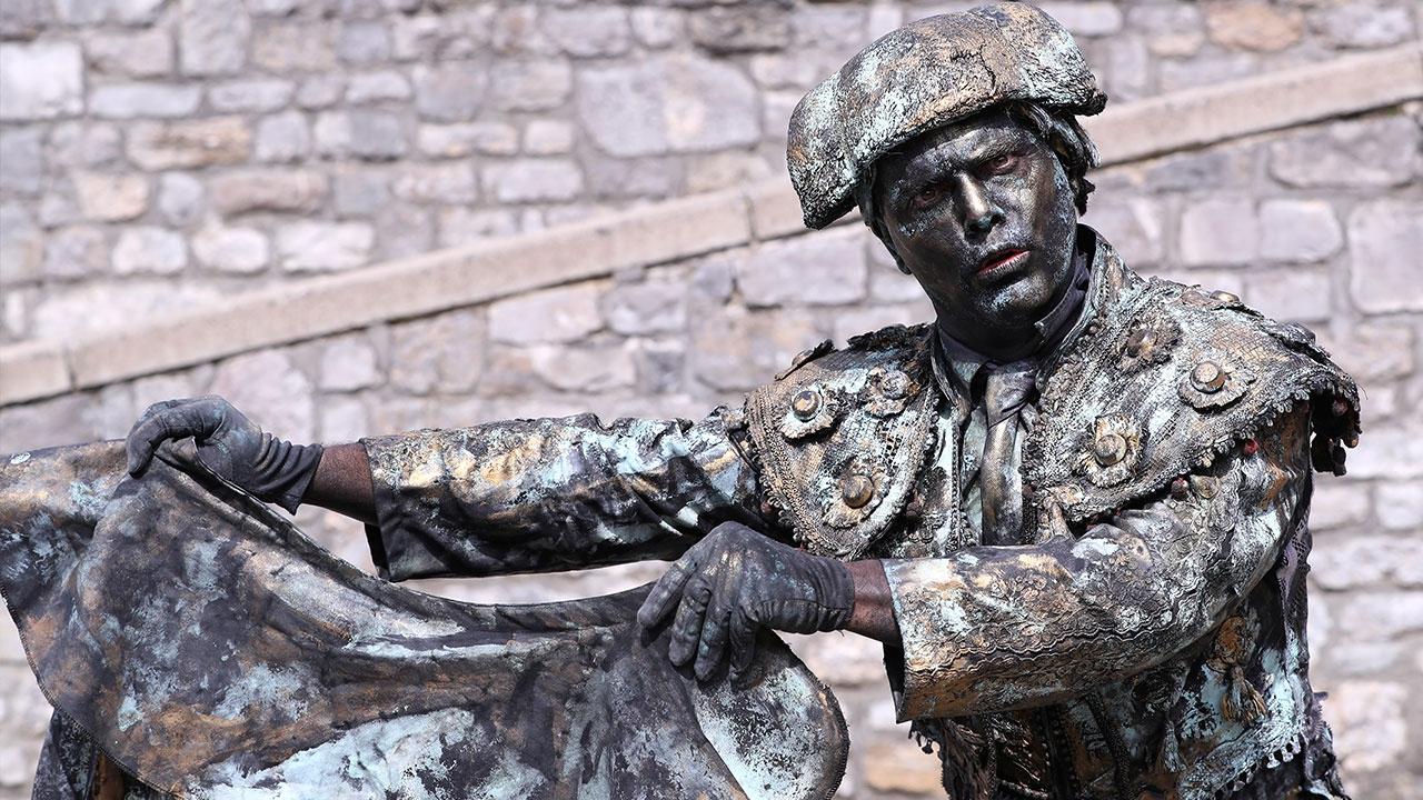 Avrupa sokaklarında canlı heykeller
