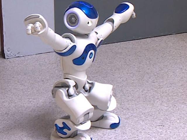 Robot Rıfkı dans etti, Robothespian şarkı söyledi
