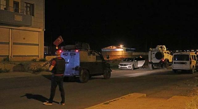 Diyarbakırda zırhlı polis aracına saldırı