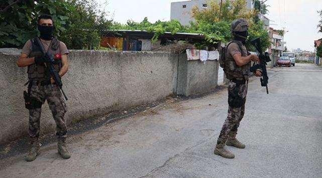 Adana'da hükümlü ve aranan kişilere yönelik operasyon
