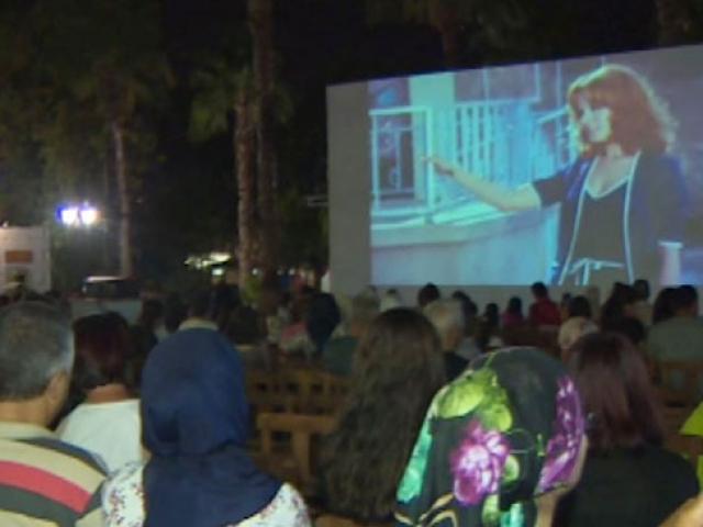 Antalyadaki Yeşilçam sokağında her akşam sinema keyfi
