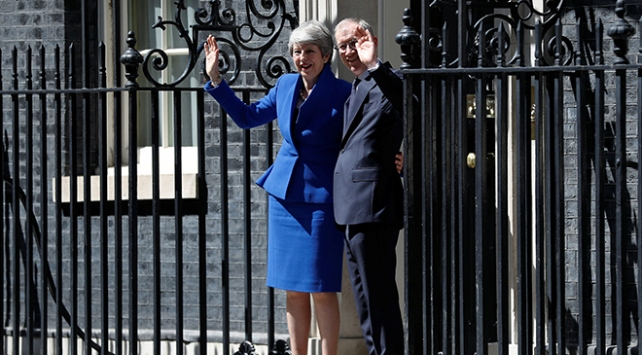 Theresa May 10 Numaraya veda etti