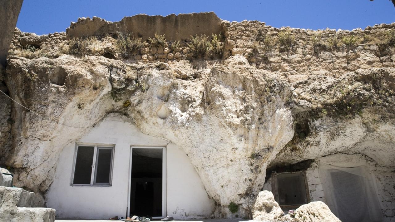 Kışı evlerinde, yazı mağarada geçiriyorlar