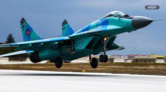 Azerbaycanda eğitim uçuşu için havalanan savaş uçağı düştü