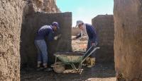 Van Kalesi'ndeki Urartu yapıları kerpiçle ayağa kaldırılıyor