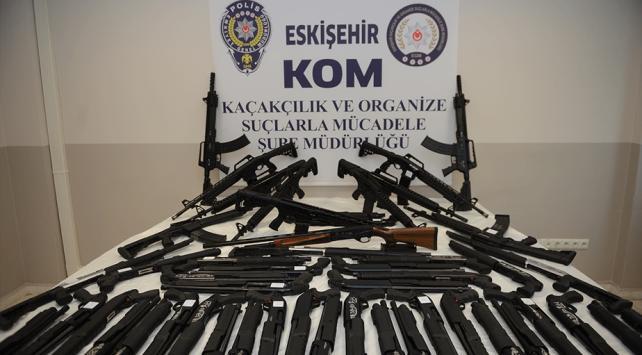 İnternetten silah satışına operasyon: 50 tüfek ele geçirildi