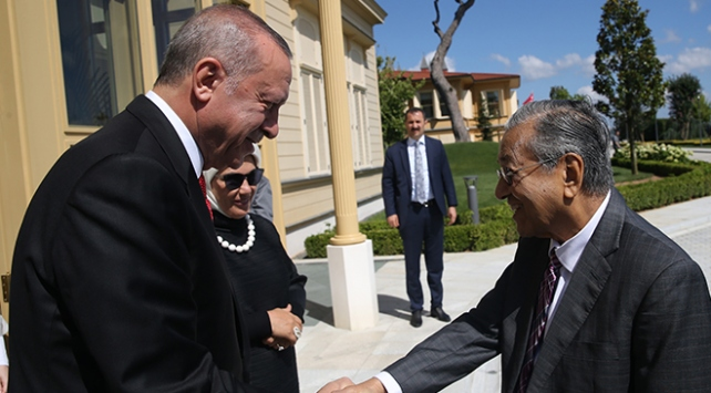 Cumhurbaşkanı Erdoğan, Mahathir ile kahvaltıda buluştu