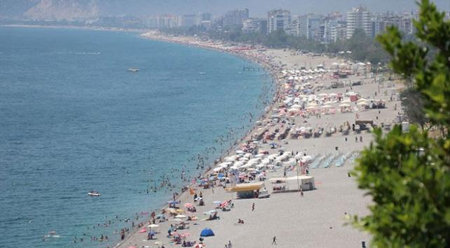 Antalyada sahillerde yoğunluk
