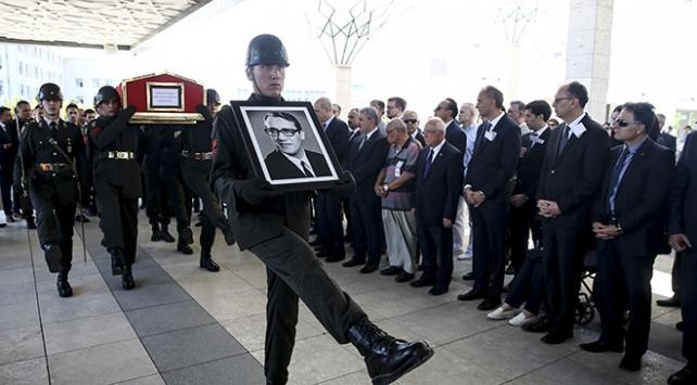 Eski TBMM Başkanı Ahmet Ferruh Bozbeyli toprağa verildi