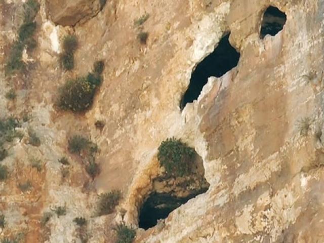 Adıyamanda bin 800 yıllık 3 katlı mağaralara ulaşıldı