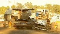 Bunlar da Çarpışan Traktörler