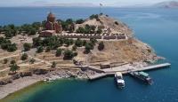 Hoşgörü adası Akdamar'da ayin hazırlığı