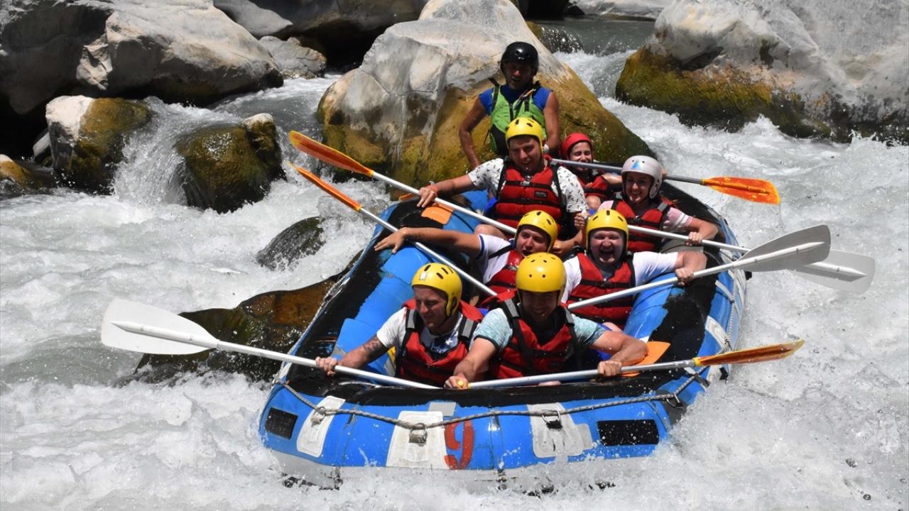 Dalaman Çayında rafting heyecanı turistleri cezbediyor