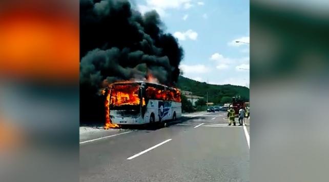 Balıkesirde seyir halindeki otobüs yandı: 5 ölü